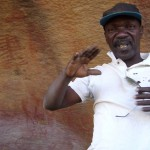 Siel devant les peintures de Namoudjogo